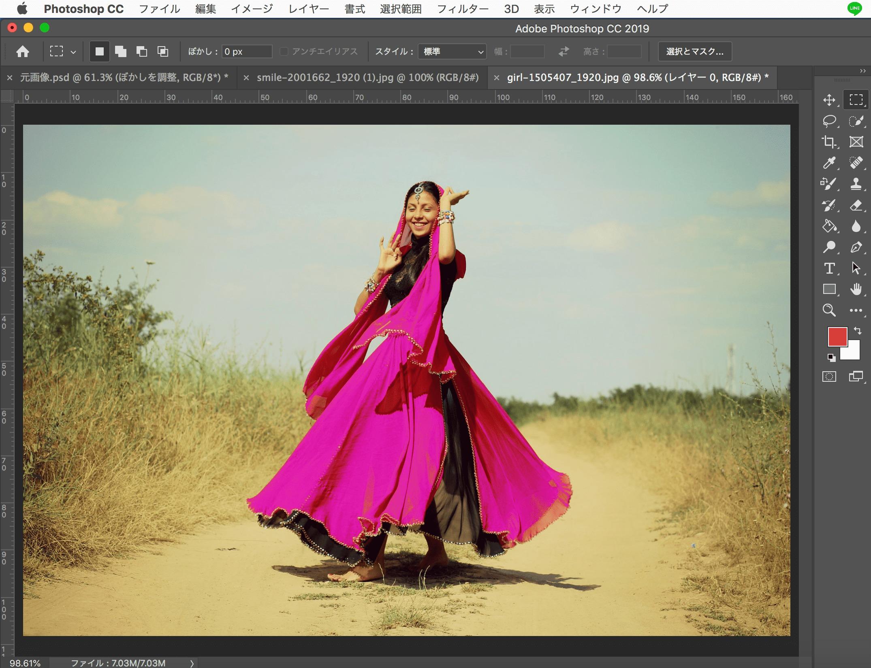 Photoshopで人物の服装を色を変える画像の完成